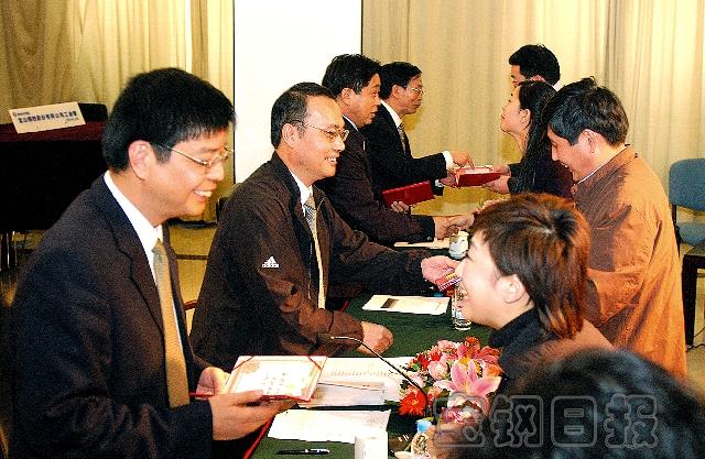 党委书记刘国胜出席会议,向宝钢新闻工作者表示节日的祝贺,并勉励大家