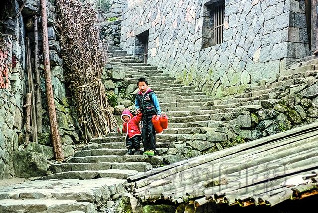 冯骥才/翠竹山谷:林坑村林坑村地处偏僻的山谷,满山都是如海的竹子,...