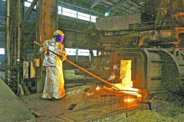 宝钢股份炼铁厂高炉炉前作业区战高温见闻